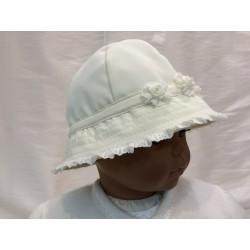 Chapeau cérémonie forme cloche fleurs dentelle