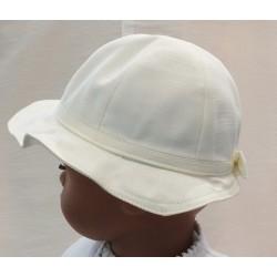 Chapeau cérémonie forme cloche ondulé
