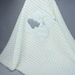 Couverture de baptême ou châle en maille bébé caramel blanche et grise